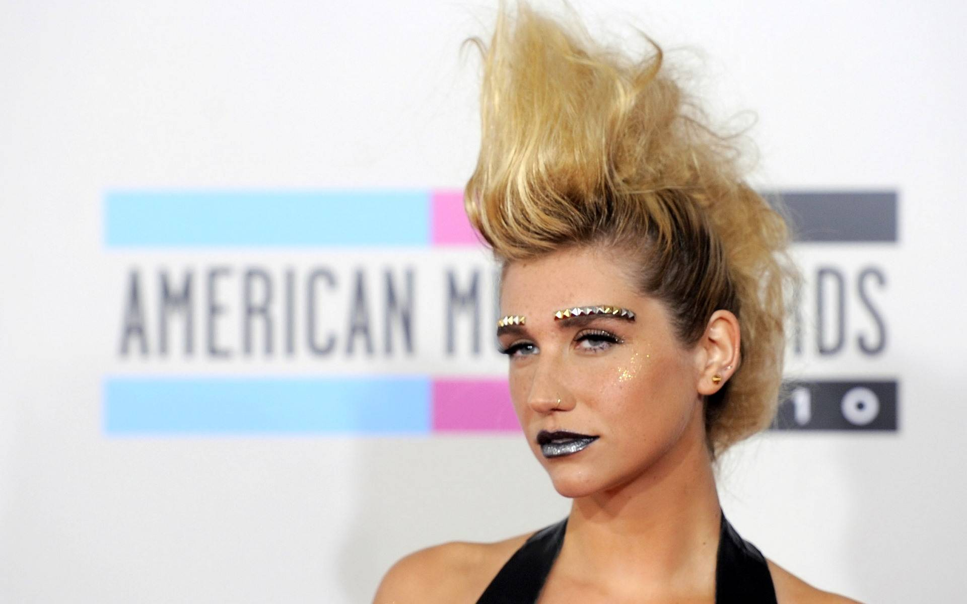 kesha american music awards 2010 | the lonely tribalist